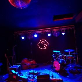 Buntspecht Bühne